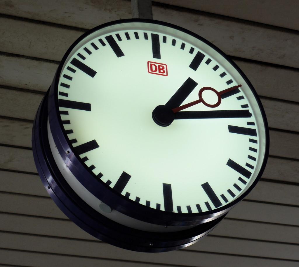 DB_station_clock,_Basel_Badischer_Bahnhof